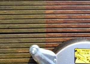 Professionelle Reinigung einer Holzterrasse