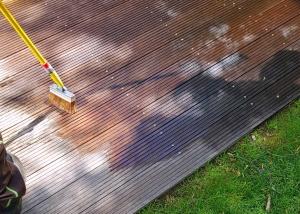 Terrassenpflege : Ölen einer Holzterrasse aus Bankirai