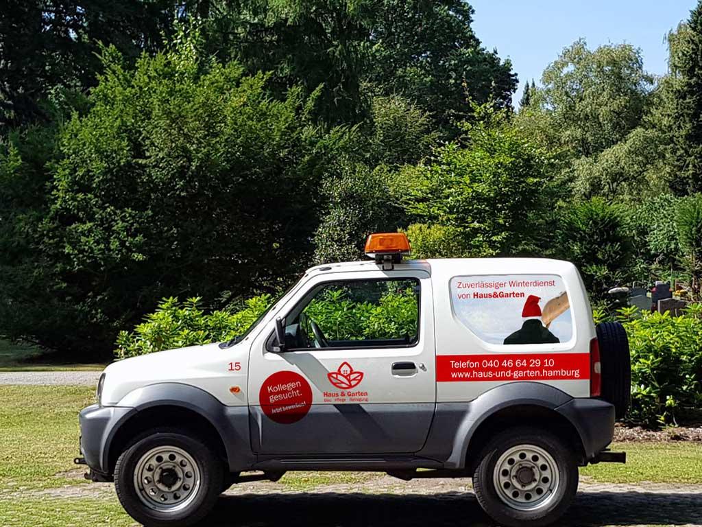 Winterdienst Fahrzeug von Haus und Garten