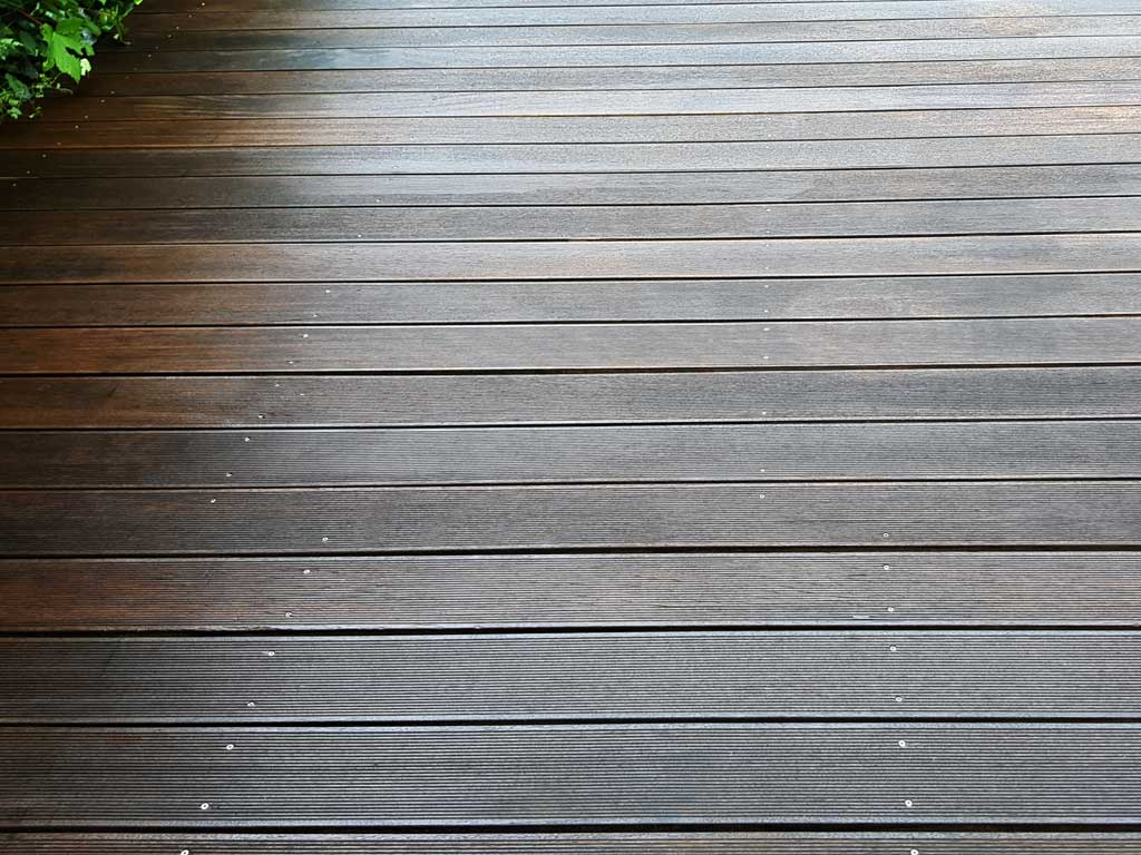 Ansicht einer Terrasse nach einer professionellen Terrassenpflege
