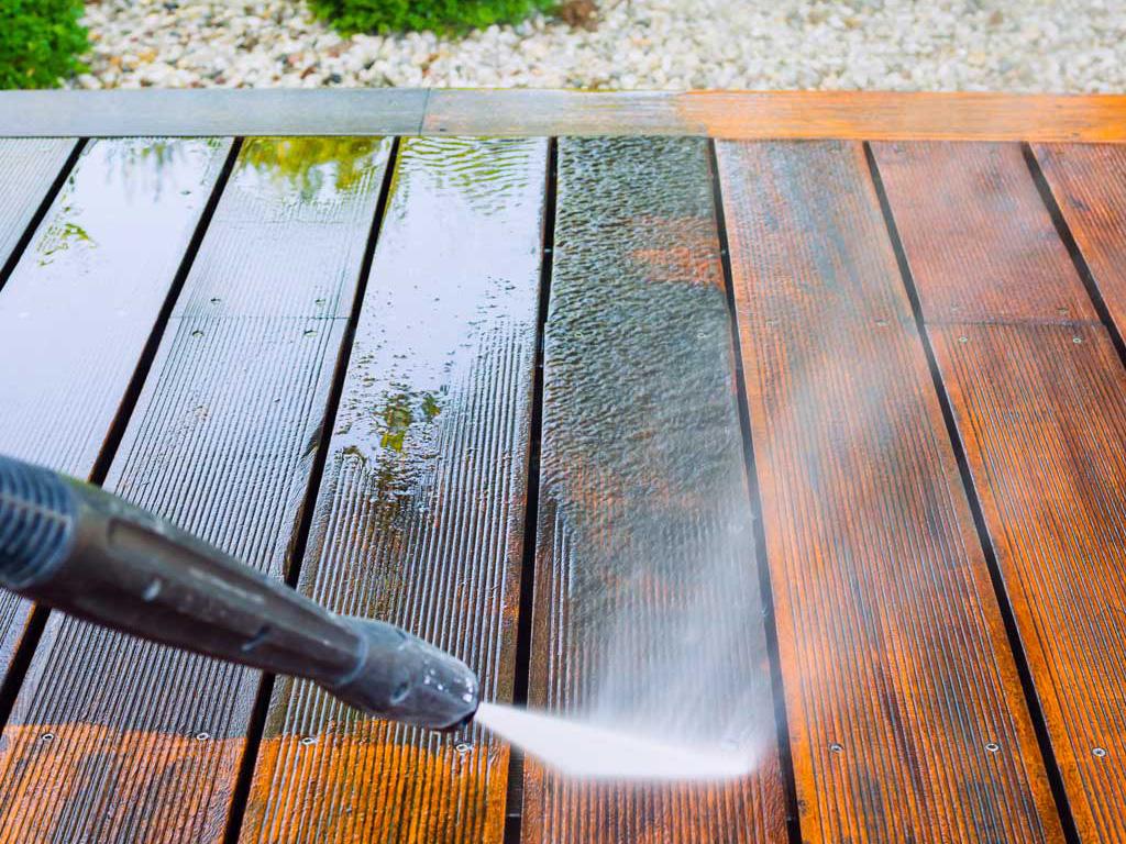 Terrasse reinigen lassen vom Profi