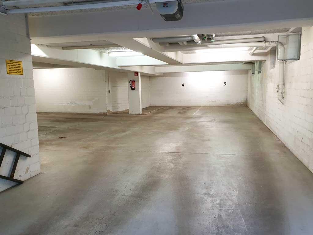 Ansicht einer sauberen Garage nach einer gründlichen Garagenreinigung in einer Hamburger Tiefgarage